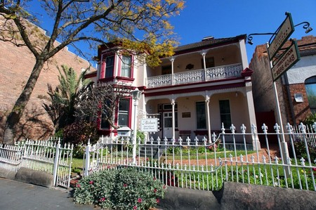 Alishan International Guesthouse - Wagga Wagga Accommodation