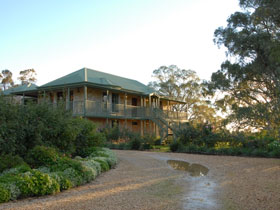Lindsay House - Wagga Wagga Accommodation