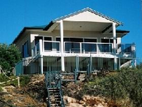 Top Deck Cliff House - Wagga Wagga Accommodation