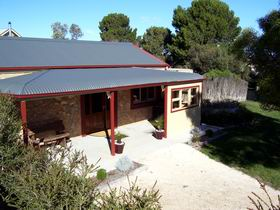 Toora Views - Wagga Wagga Accommodation