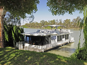 Moving Waters Self Contained Moored Houseboat - Wagga Wagga Accommodation