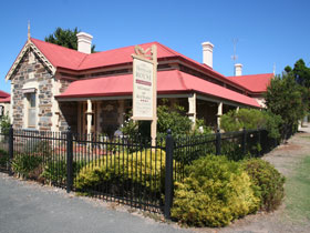 Trafalgar on the Strand - Wagga Wagga Accommodation