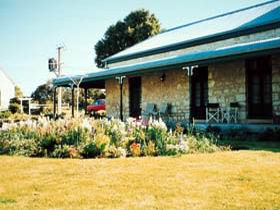Robe House - Wagga Wagga Accommodation