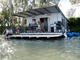 The Murray Dream Self Contained Moored Houseboat - Wagga Wagga Accommodation