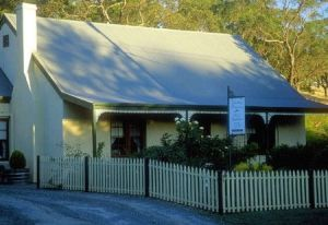 Country Pleasures Bed and Breakfast - Wagga Wagga Accommodation
