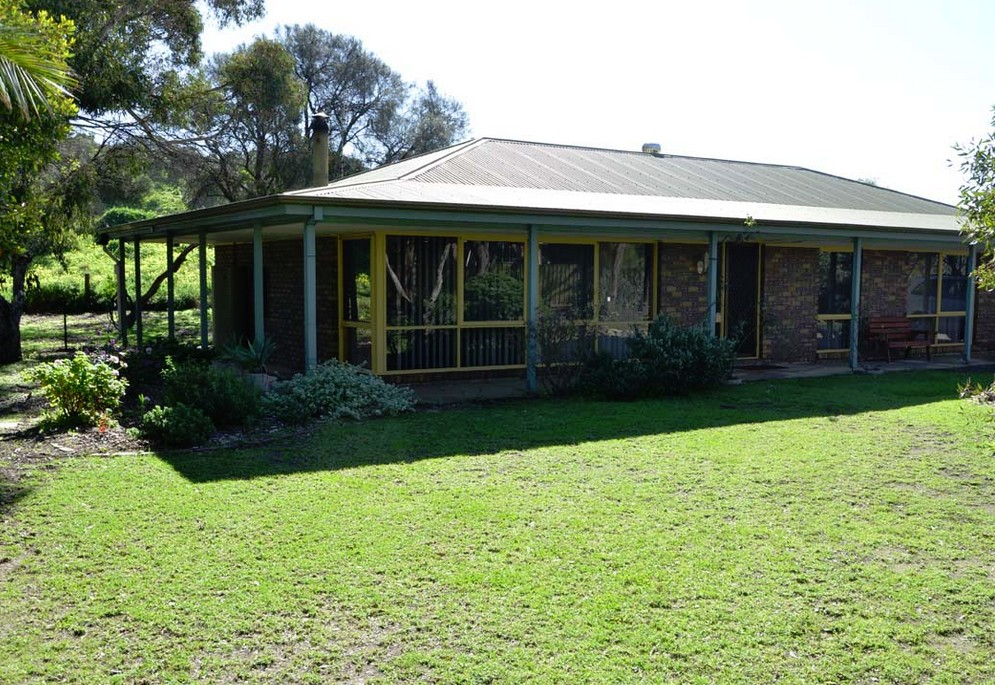The Beach House - Normanville - Wagga Wagga Accommodation