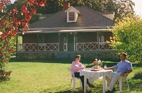 Hartzview Vineyard Homestead - Wagga Wagga Accommodation