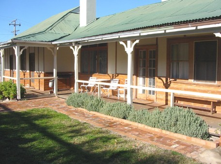 Gundagai Historic Cottages Bed and Breakfast - Wagga Wagga Accommodation