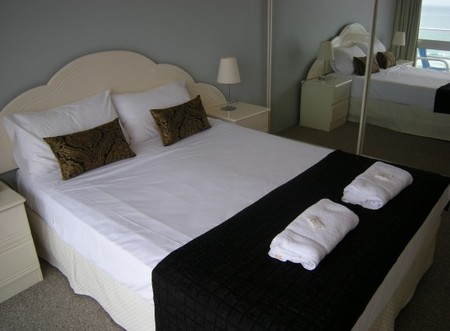 Pacific Regis Beachfront Apartments - Wagga Wagga Accommodation