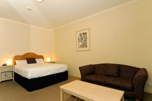 Quality Hotel Tiffins on the Park - Wagga Wagga Accommodation