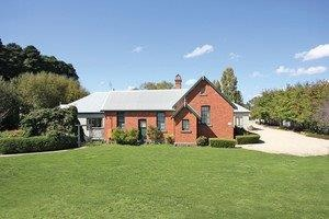 Woodend Old School House Bed and Breakfast - Wagga Wagga Accommodation