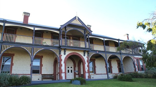 Oceanic Sorrento - Whitehall Guesthouse - Wagga Wagga Accommodation