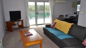 House on the Hill Port Campbell - Wagga Wagga Accommodation