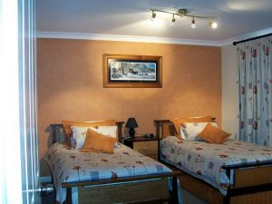 Elm Cottage - Tumut - Wagga Wagga Accommodation