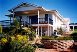 Lovering's Beach Houses - The Whitehouse Emu Bay - Wagga Wagga Accommodation