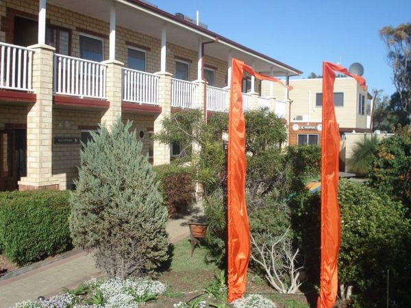 Baywatch Manor Augusta YHA - Wagga Wagga Accommodation