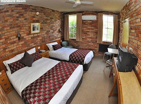 Log Cabin - Wagga Wagga Accommodation