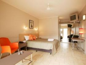 Comfort Inn Discovery Cairns - Wagga Wagga Accommodation