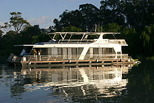 Whitewater Houseboat - Wagga Wagga Accommodation
