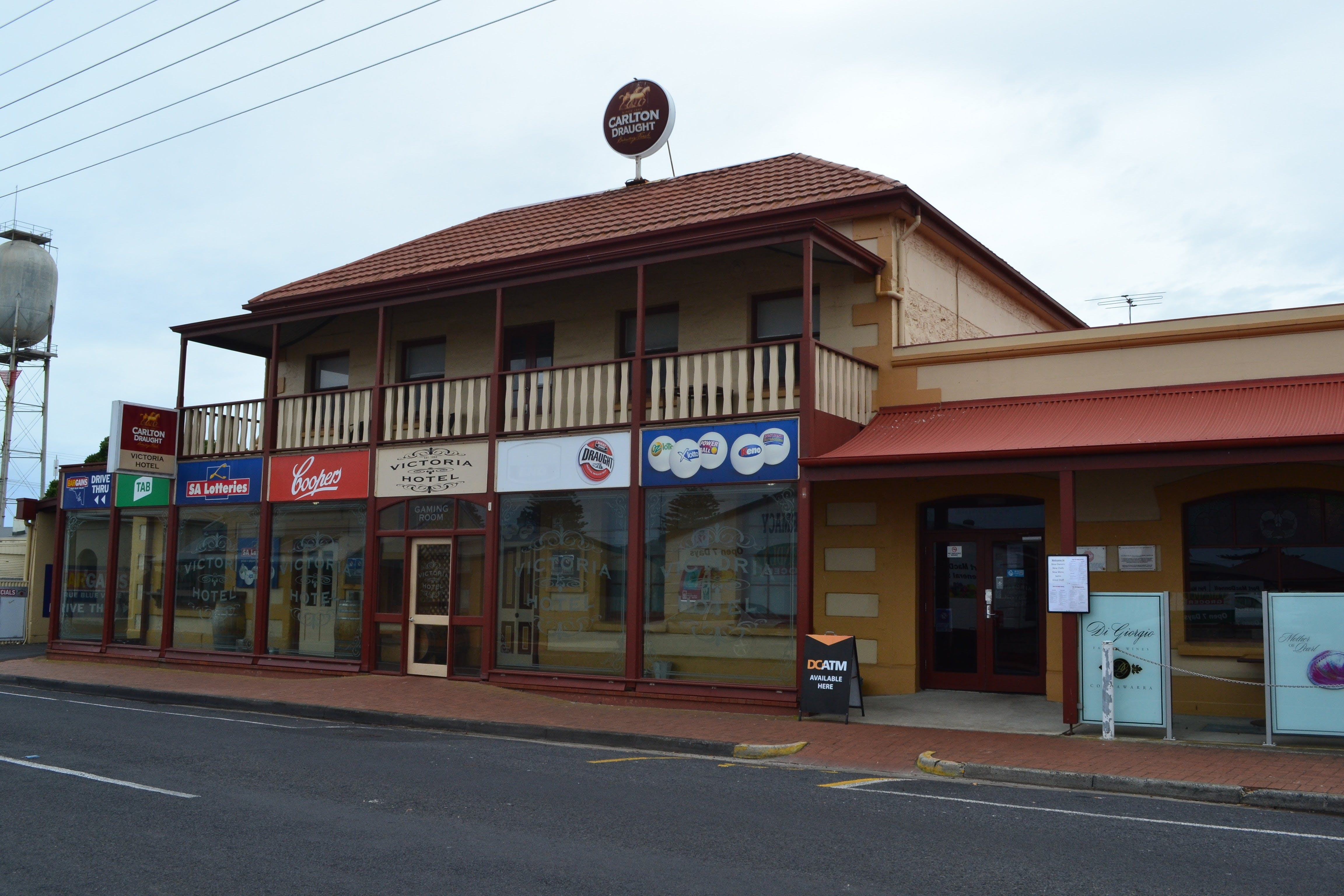 Victoria Hotel Port McDonnell - Wagga Wagga Accommodation