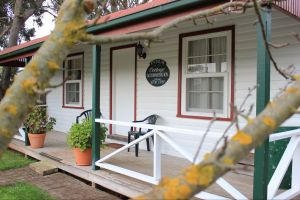 Coonawarra's Pyrus Cottage - Wagga Wagga Accommodation