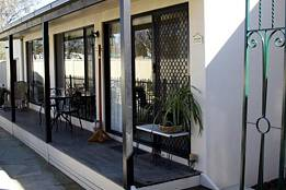 Courtside Cottage Bed and Breakfast - Wagga Wagga Accommodation