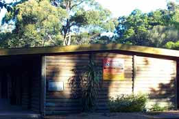 Beachcomber Caravan Park  Log Cabins - Wagga Wagga Accommodation