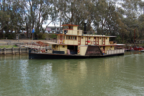 Emmylou Paddle Steamer - Wagga Wagga Accommodation