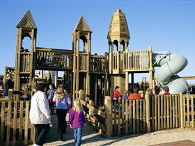 Jubilee Park Adventure Playground - Wagga Wagga Accommodation