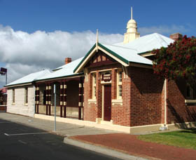 Artgeo Cultural Complex - Old Courthouse - Wagga Wagga Accommodation