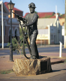 Miners Monument - Wagga Wagga Accommodation