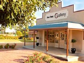 Peter Franz Fine Art Gallery - Wagga Wagga Accommodation