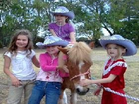 Amberainbow Pony Rides - Wagga Wagga Accommodation