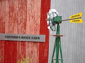 Clifford's Honey Farm - Wagga Wagga Accommodation
