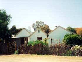 Miners Cottage And Garden - Wagga Wagga Accommodation
