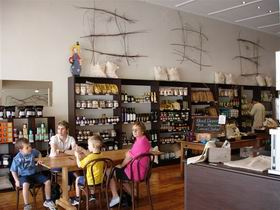 Blond Coffee and Store - Wagga Wagga Accommodation