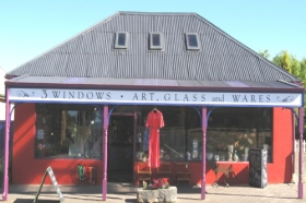 3 Windows Gallery - Wagga Wagga Accommodation