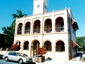 Mackay Town Hall - Wagga Wagga Accommodation
