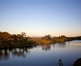 Lake Wivenhoe - Wagga Wagga Accommodation