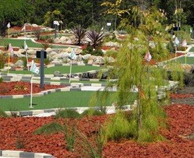 18 Hole Mini Golf - Club Husky - Wagga Wagga Accommodation