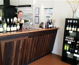Billy Button Wines - Wagga Wagga Accommodation