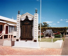 Gayndah War Memorial - Wagga Wagga Accommodation