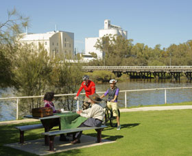 Avon River - Wagga Wagga Accommodation