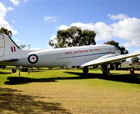 Douglas DC3 Dakota - Wagga Wagga Accommodation