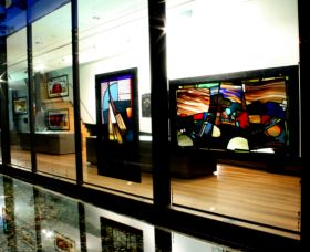 National Art Glass Collection - Wagga Wagga Accommodation