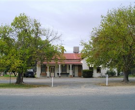 Round Hill Hotel - Wagga Wagga Accommodation