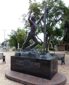 Miners Memorial Statue - Wagga Wagga Accommodation
