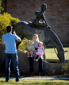 Dorothea Mackellar Memorial Statue - Wagga Wagga Accommodation