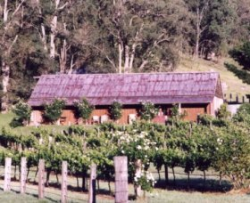 Undercliff Winery and Gallery - Wagga Wagga Accommodation