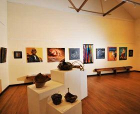 Blue Knob Hall Gallery and Cafe - Wagga Wagga Accommodation